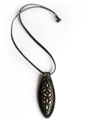 original.no.193 Leather necklace / black labradorite