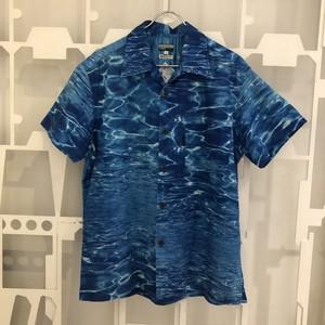 水面柄シャツ