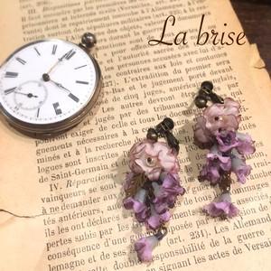 小花とリーフモチーフのイヤリング