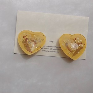 241.Glass heart earring
