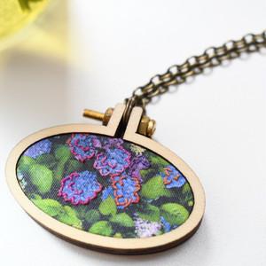 木製刺繍ネックレス
