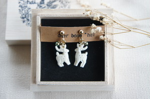鹿と木の実のイヤリング * deer bone *