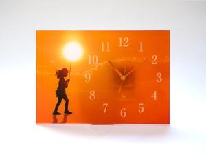 【掛け時計】旅する少女(アクリル製)