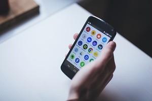 モバイルアプリケーション開発・運営業務委託契約書(レベニューシェア対応)