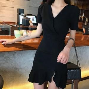 黒ワンピース  Vネックドレス