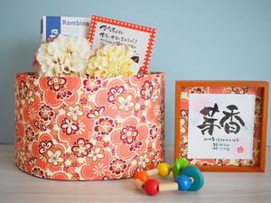 7つのていねい。名言おむつケーキdayoraシリーズ【オレンジピンク花柄和紙×イエロー系コサージュ】【出産祝いおむつケーキ/和風】
