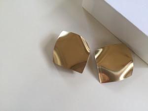 18S-11C gold squareピアス