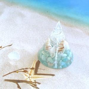 貝殻たっぷり!爽やかにお利口さんに整列している貝殻オルゴナイト✨