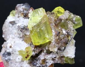 メキシコ産 アパタイト 母岩付き Apatite 61,7g AP005