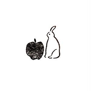 うさぎとリンゴ