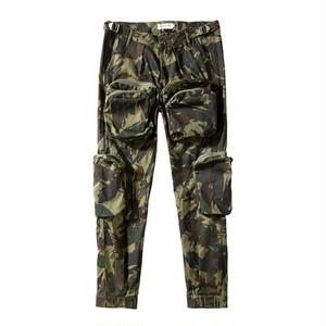 メンズ迷彩柄パンツ。ポケットが個性的ミリタリーアイテム