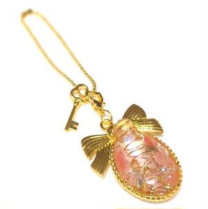 ストロベリークォーツと薔薇のオルゴナイトバッグチャーム