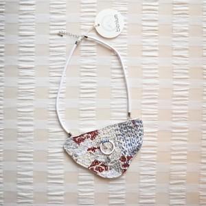 benium/刺し子のネックレス 寒暖差