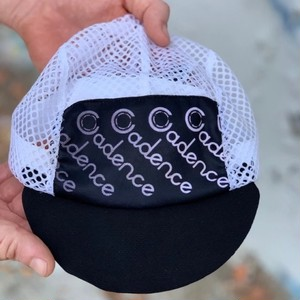 CADENCE / faded mesh cap (black)