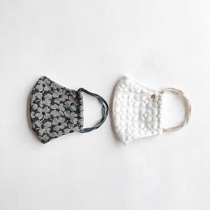 マスク2枚セット:ホワイトのプルメリア柄&黒刺繍のお花柄*大人サイズ
