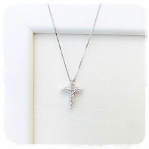 <K18WG>ダイヤのクロスネックレス