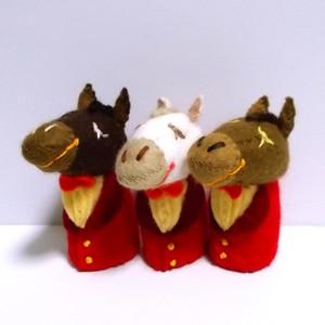赤いスーツのお馬さん