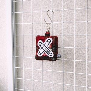 -Checked pin-Pouch Keyring