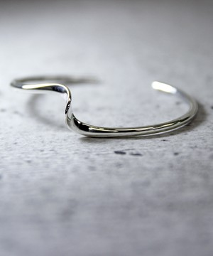 Y170524KHB05【YArKA/ヤーカ】silver925 twist design bangle [emk]/ツイストデザインバングル[エンク]