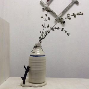 ピン!と伸び猫の花器(小)
