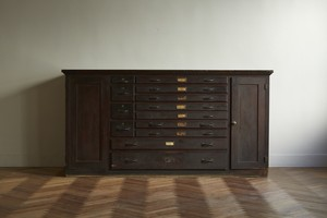 Cabinet 001