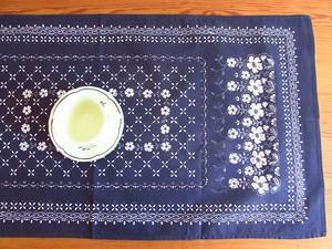 【ネイビーxホワイトの世界】白いお花のハンドプリント テーブルセンター /ヴィンテージ・ドイツ 未使用品