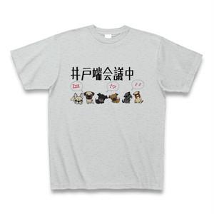 わんちゃん達の井戸端会議中 クルーネックTシャツ グレー