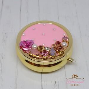 ビジュー&カラーレジン丸形ゴールドピルケース《ピンクカラー》★キラキラ・かわいい★