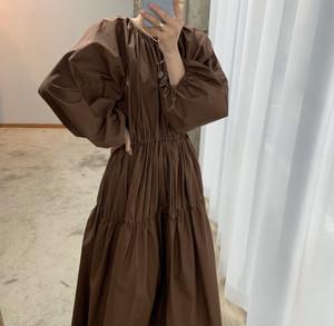 ラウンドネックプリーツドレス