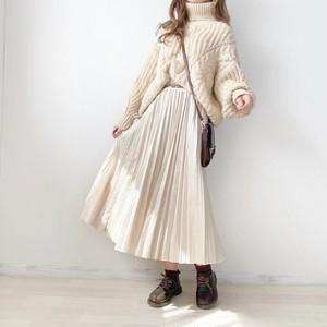ホワイトラテプリーツスカート