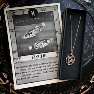 魚座のペンダントとポストカード