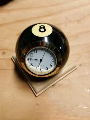 本物ビリヤードボール加工時計 置時計 8番 不動の人気 エイトボール