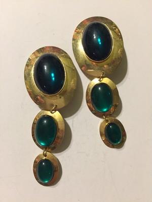 Vintage gold × green bijou earrings ( ヴィンテージ  ゴールド × グリーン ビジュー イヤリング )