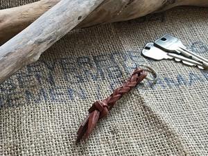 革ひものminiキーホルダー 革:チョコ(焦げ茶)ロットにより色が少し変わります。