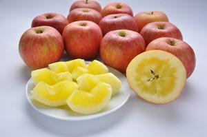 山形産高徳りんご 2kg 秀品/桐箱