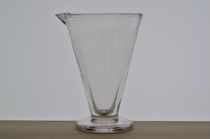 1950年代前後 ガラス製計量カップ