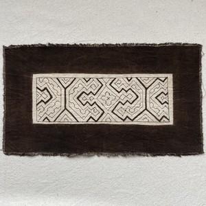 泥染めプレイスマット 16x30cm 白7 南米ペルー シピボ族の泥染め プレイスマット 額装