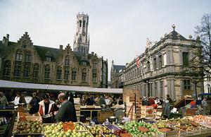 ベルギー ブルージュ 市庁舎前広場
