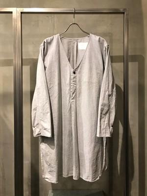TrAnsference side slit collarless grandpa shirt garment dyed effect - past white