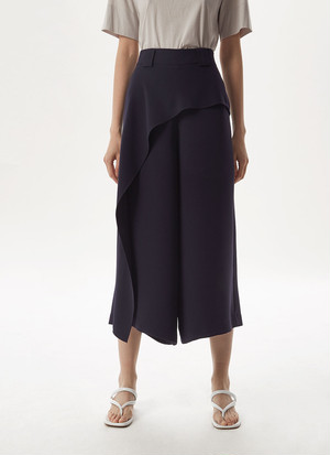 CROP TROUSERS WITH FRONT OVERLAYER