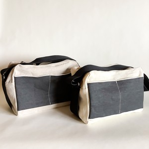 how to live - Shoulder Bag Small - White / Sand