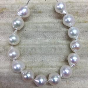小粒6㎜珠前後の艶々バロック真珠の通し連【あこや真珠】ルースren_008-5