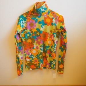 【オーナー服】花柄のハイネック長袖