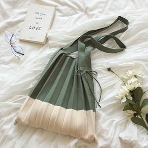 【小物】シンプル ファッション 大容量 ミックスカラー 紐締め ハンドバッグ42940543