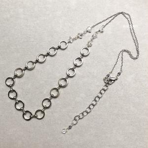 問題の部屋と結び方のネックレス