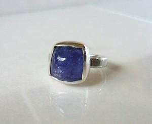 四角い手摺りタンザナイトの指輪