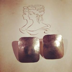 真鍮/ちょっぴりイビツな長方形ピアス