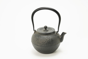 南部鉄器 鉄瓶 宝徳菊 0.8L