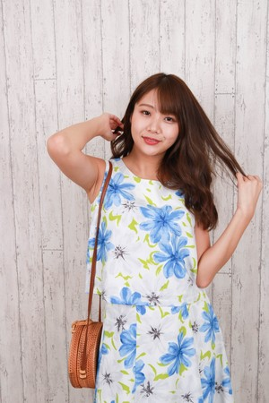 hem spread flower tops BLU