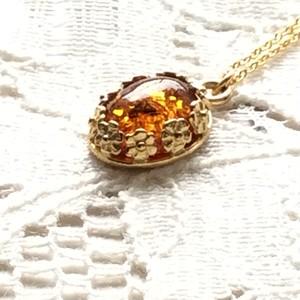 アンバー  の ペンダント ~ 【 送料無料  】クラシカルな  飾り枠  ロシア産琥珀